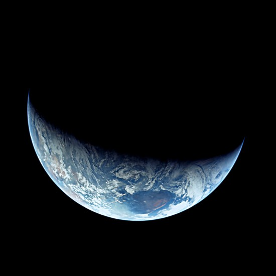 interestica_2015-10-earth-apollo11